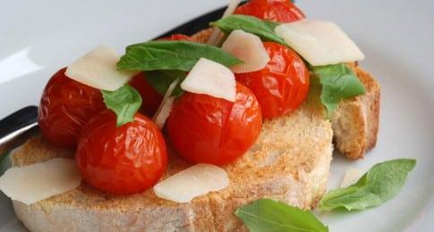 bruschetta_tomate_parmesan_63566737_web