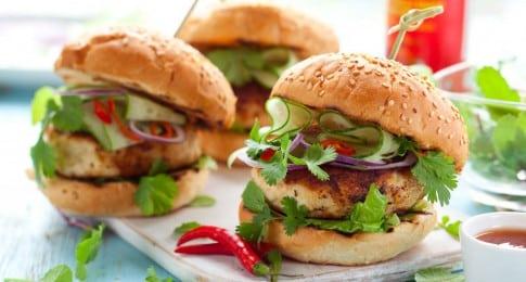 burger_poulet_crudités_104755334_web
