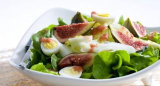 Salade de figues et oeufs de caille