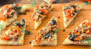 Tapas de sardine, tomate et olives