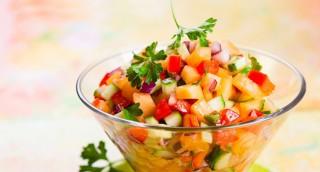 Salade fraîcheur de melon, poivron et concombre