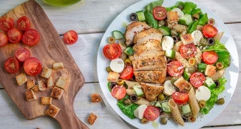 salade_poulet_pennes_légumes_236275453