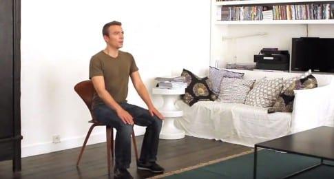Exercice de squat sur chaise